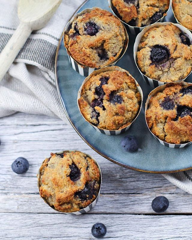 These delicious Blueberry Keto Muffins are a tasty option for anyone on keto or if you eat a diet low in refined carbohydrates. They're perfect for a back to school/work lunchbox snacks and free from gluten and sugar! Recipe is now on the blog (link in bio)🤗 Tag someone who would love to make them! . . . . . . . . . . . . #goodfood #wholefood #nourish #wholefoods #veganeats #vegan #healthyfoodshare #dairyfree #glutenfree #organic #jerf #wellness  #eatclean #eatwell #healthyeats #realfood #healthyfoodshare #eattherainbow #plantbased #healthysnack #vegansofig #foodie #cleaneats #cleaneating #glutenfree #feedfeed #sugarfree #nutrition #food52 #onmytable