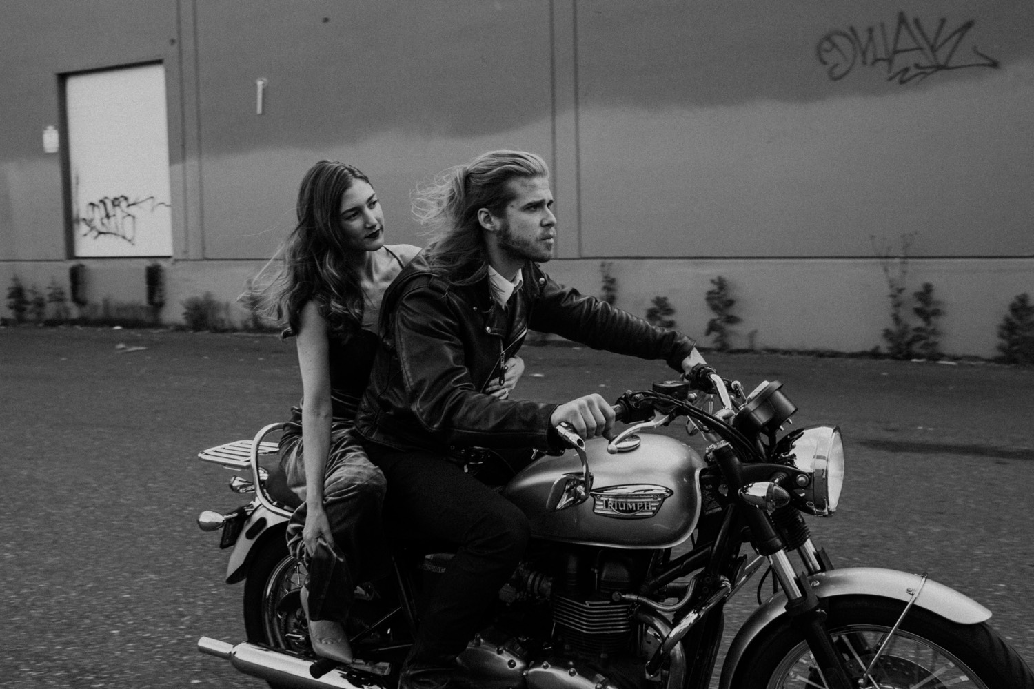 *Pictured: You and your S.O. making a mad dash to get those last-minute V-Day Deals. 🏍💕