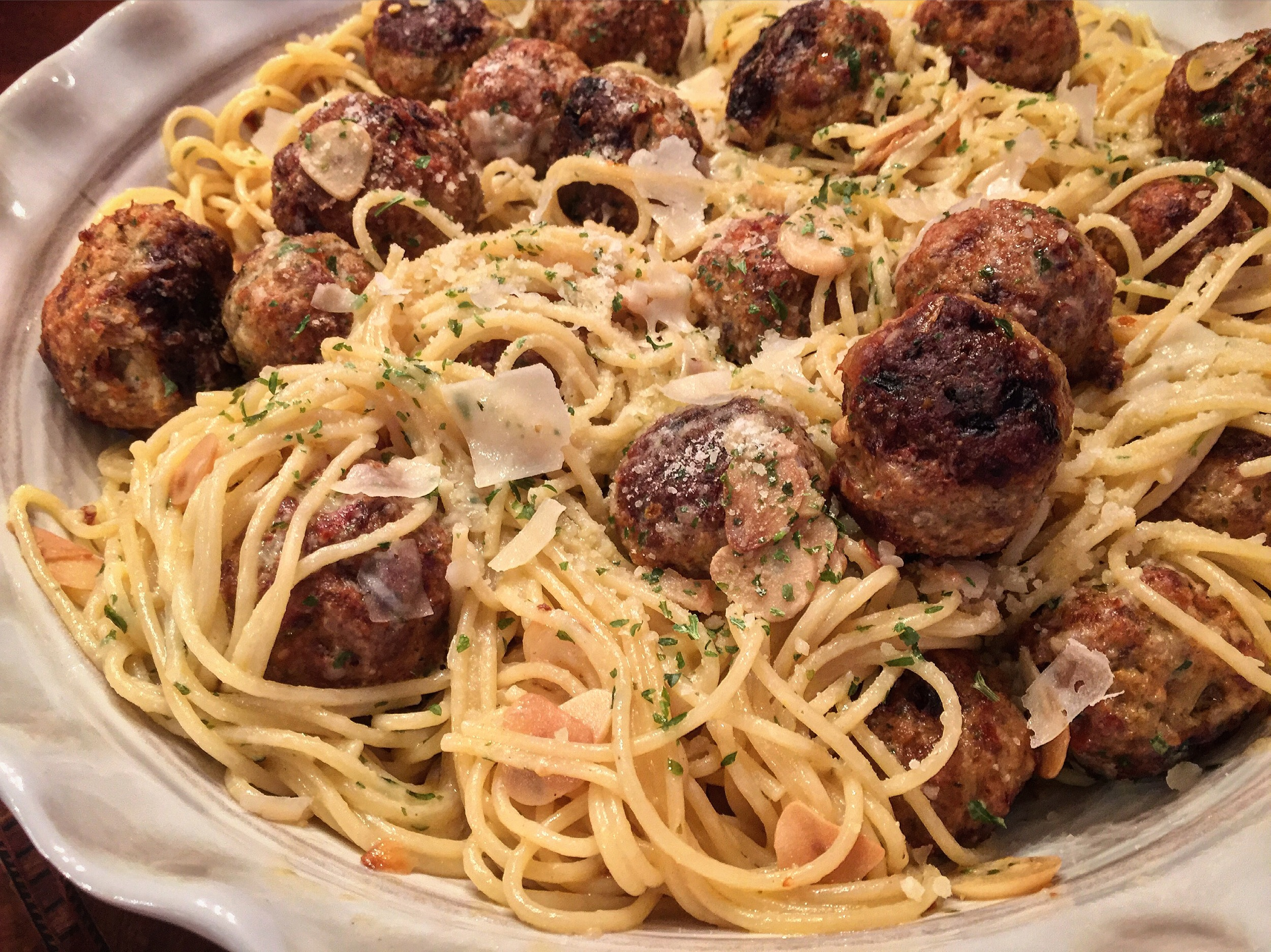 """Baked Meatballs with Pasta and Garlic"""