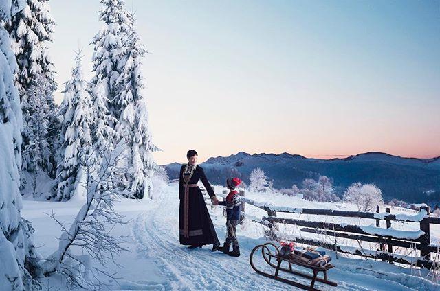 Kult å få prøve å gjenskape de gode klassiske julepostkortene. For Husfliden. @bennett_reklame @norskflid @trendmodels @hegewollan