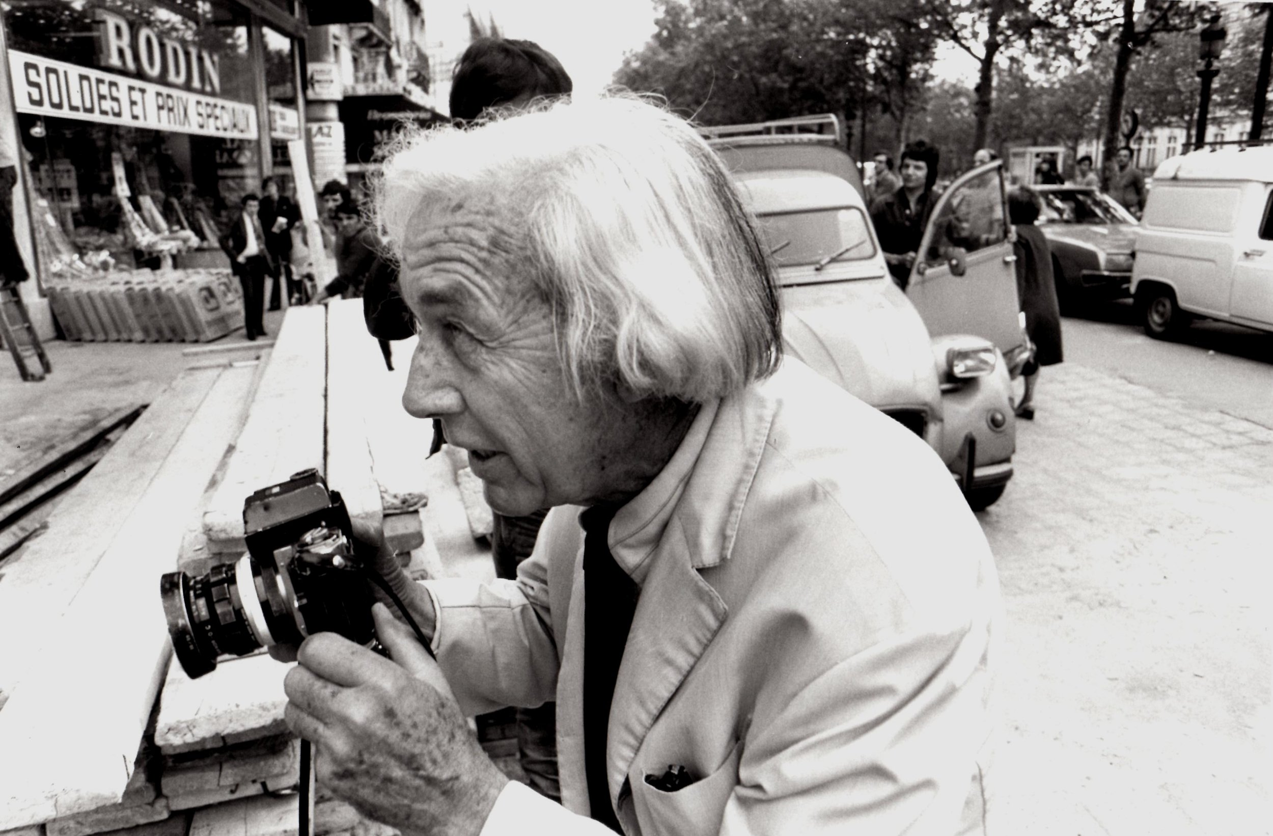 Robert Bresson, Champs-Elysées, Paris, 1976 © Michel Giniès