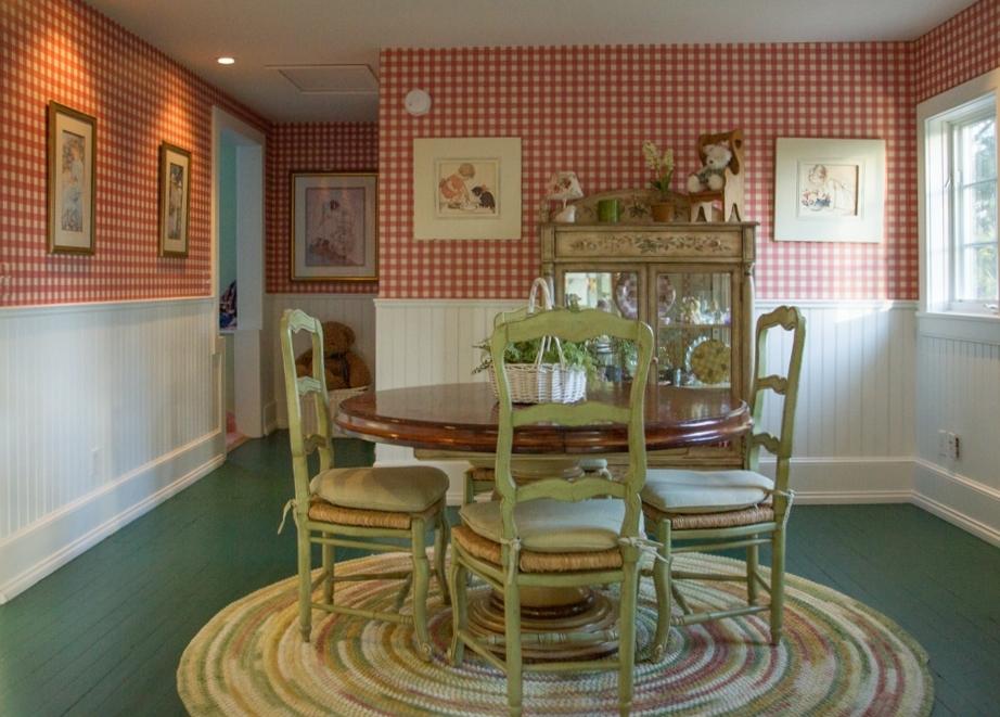 amb-upstairs-dining-room001.jpg