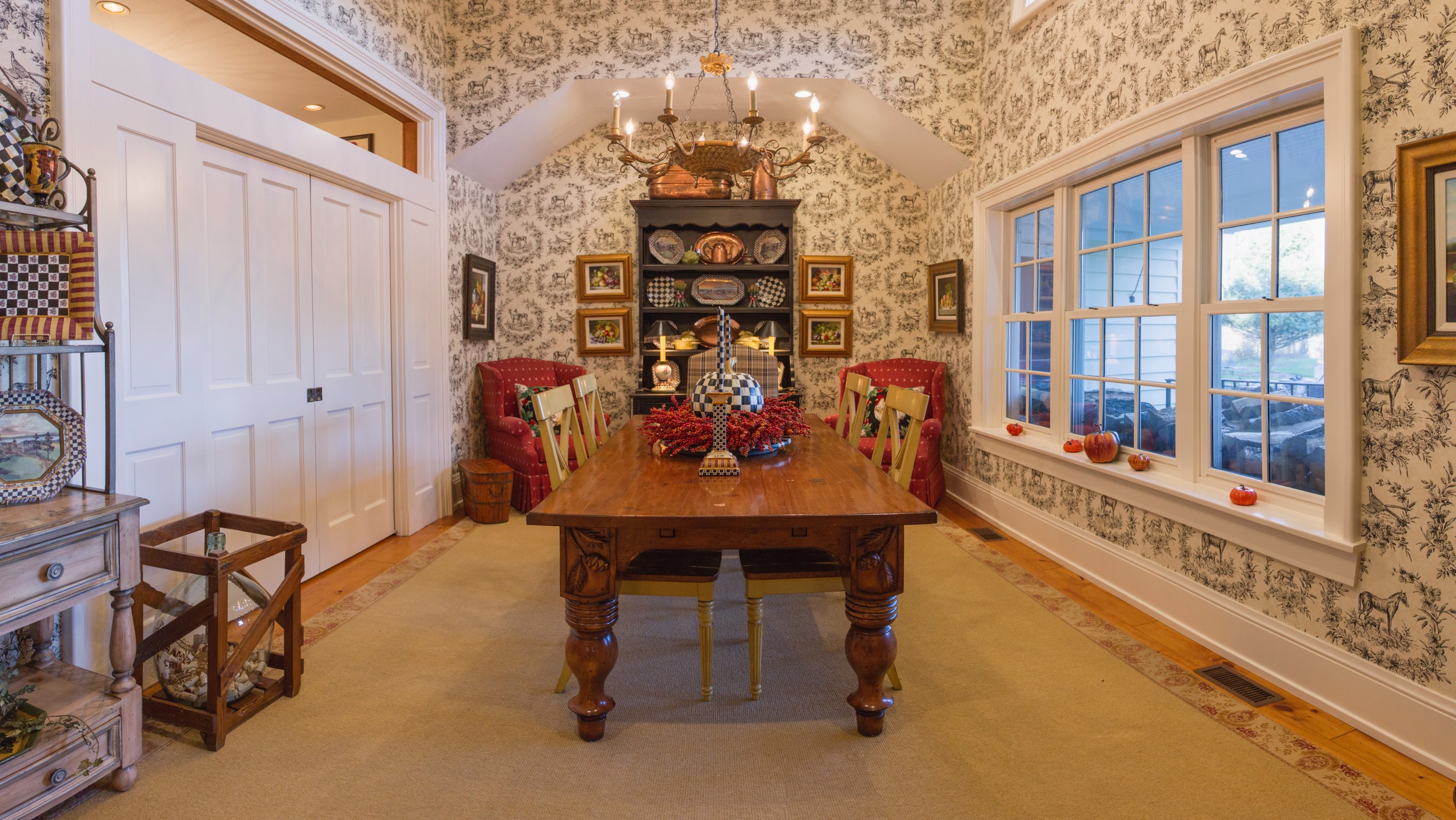 amb-dining-room-stitch001.jpg