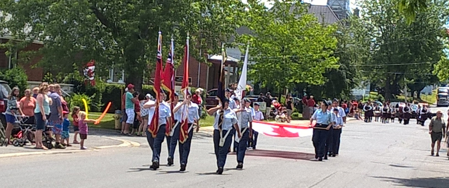 1 july 2016: We joined the parade with the Legion. Our flag party were cadets Oertle, Anderson, Rimann, Larocque and Pilon, N. The huge Canadian flag was carried by cadets Rossbach, T, ?, Rossbach, M, Vander Byl, R, Diraddo, ? and Larosa, D.