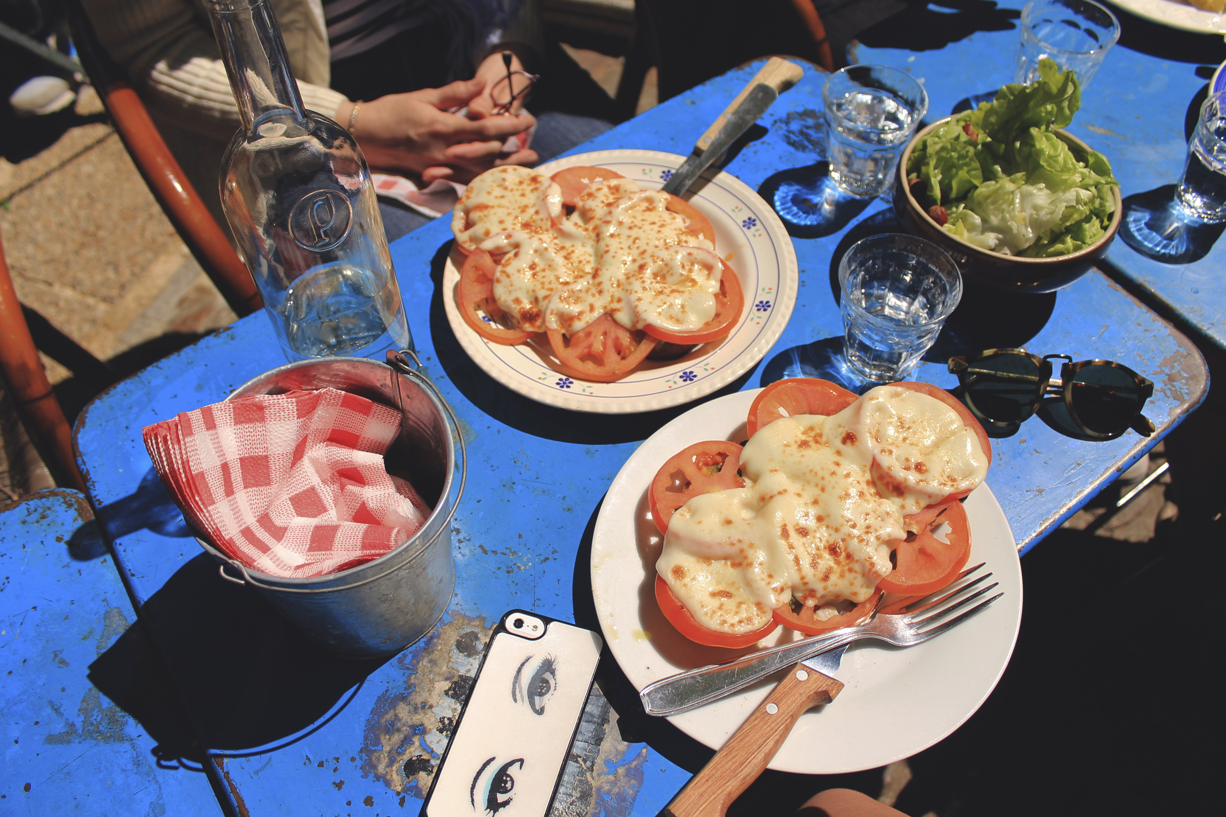 avignon lunch tomato toast mozza france cafe
