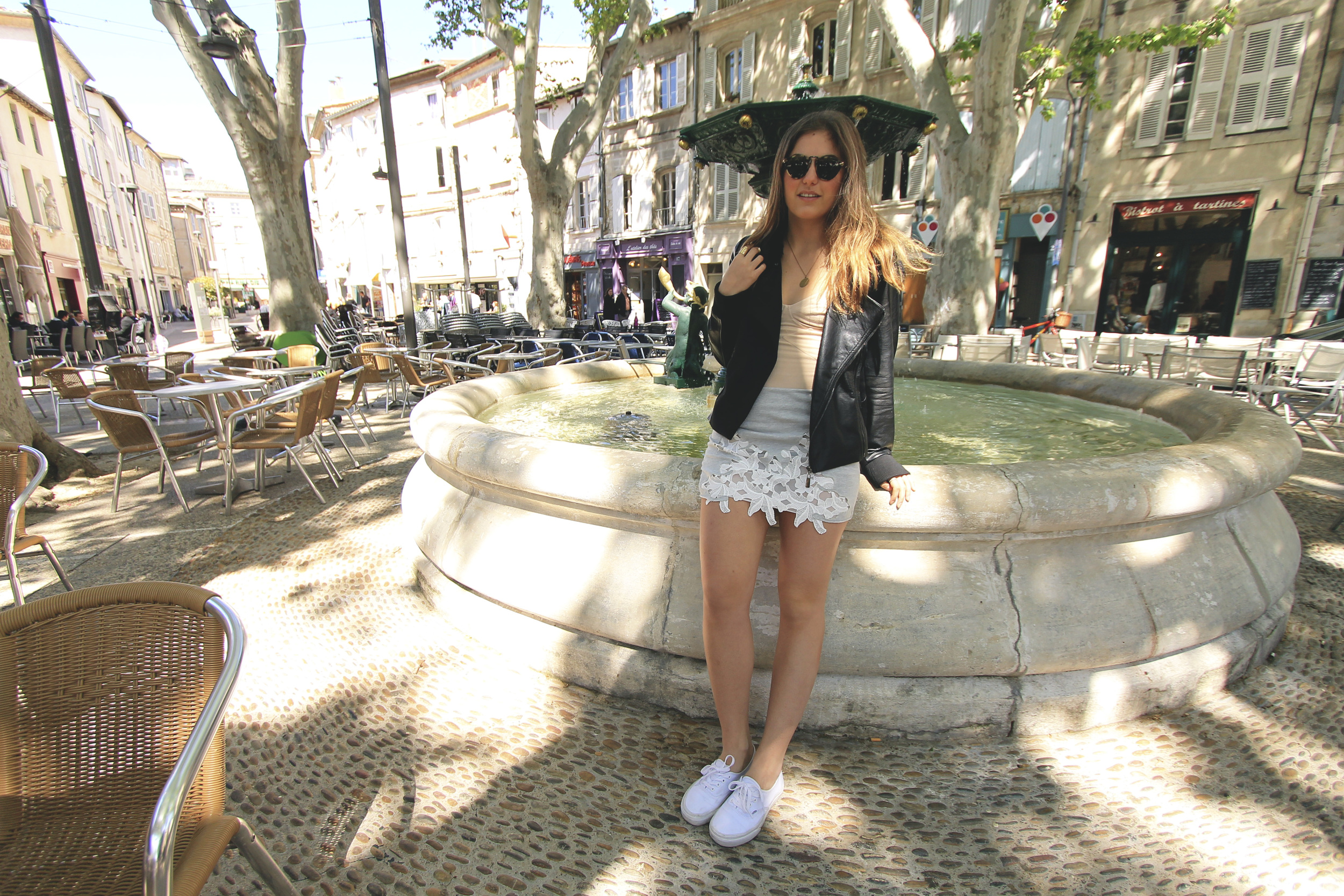 zara grey white floral skirt outfit fountain avignon france