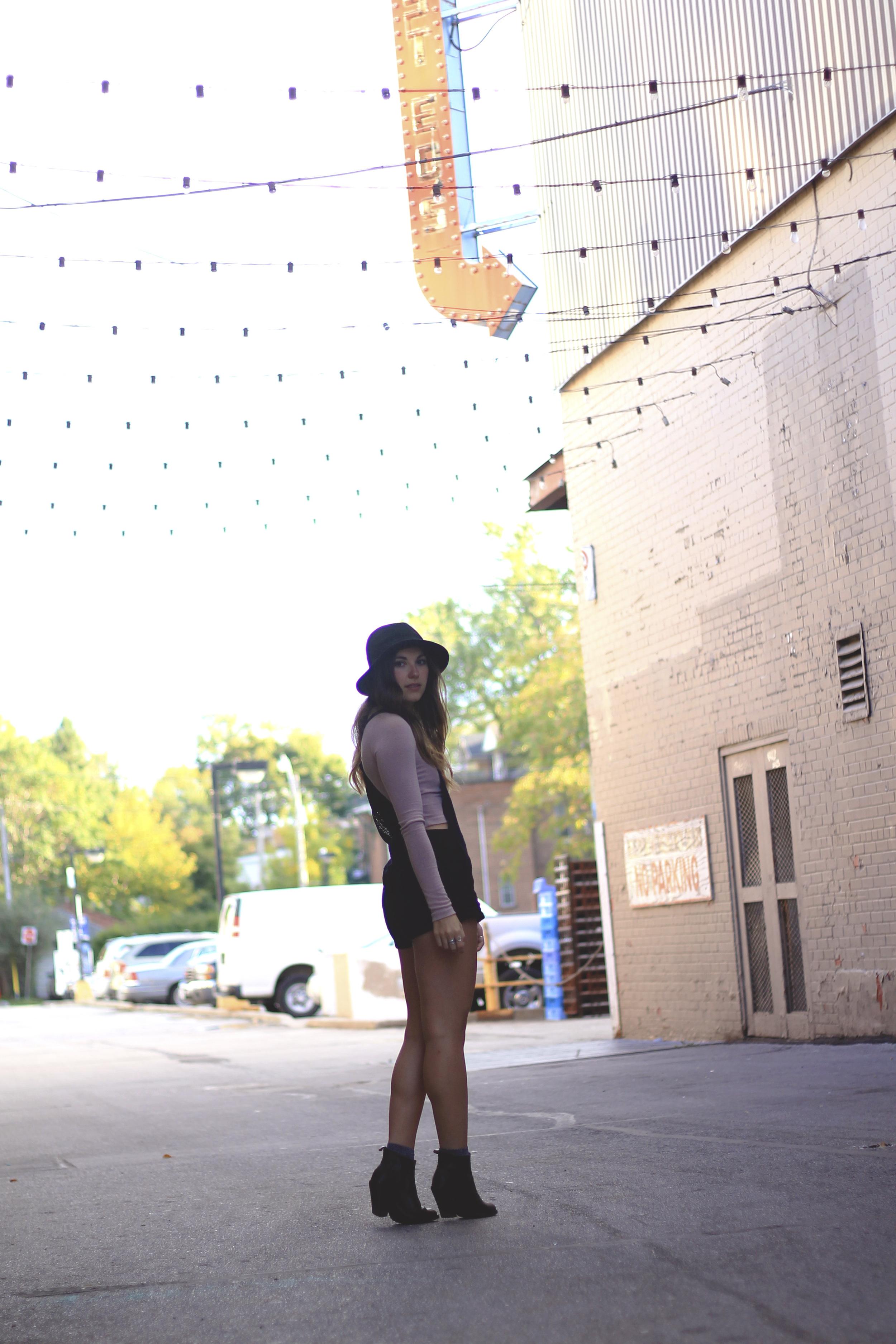 fashion blogger toronto annex honest ed's alley style