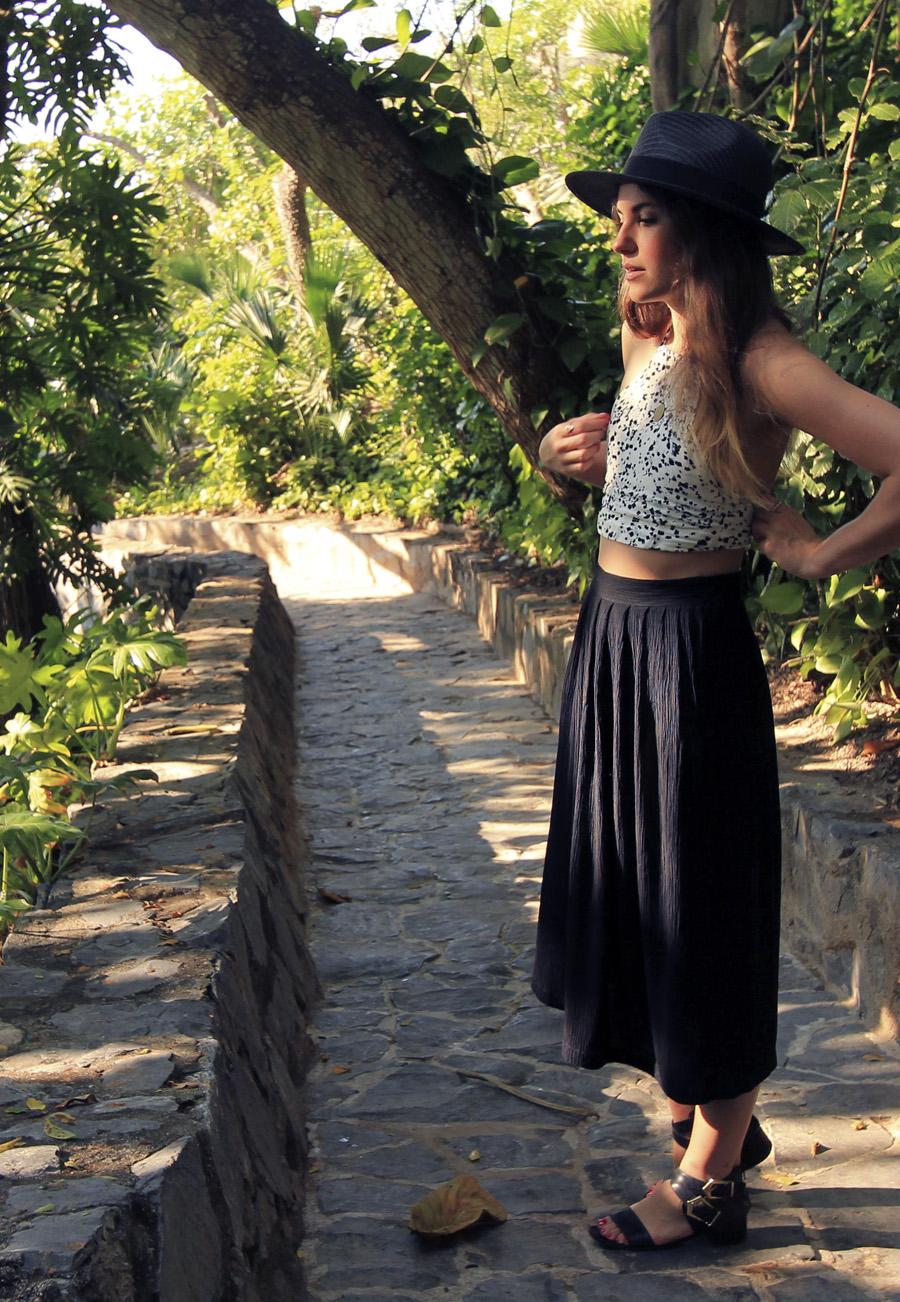 vintage black pleated midi skirt outfit crop halter straw hat