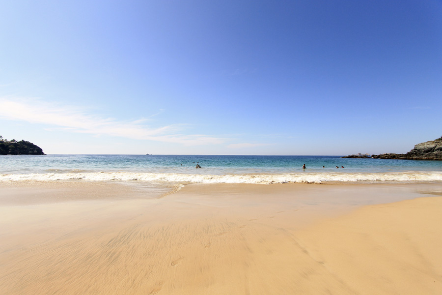 wide angle lens beach zihuatenejo ocean
