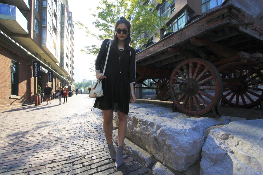 outfit-toronto-fashion-blogger-street-style-distillery-district.jpg