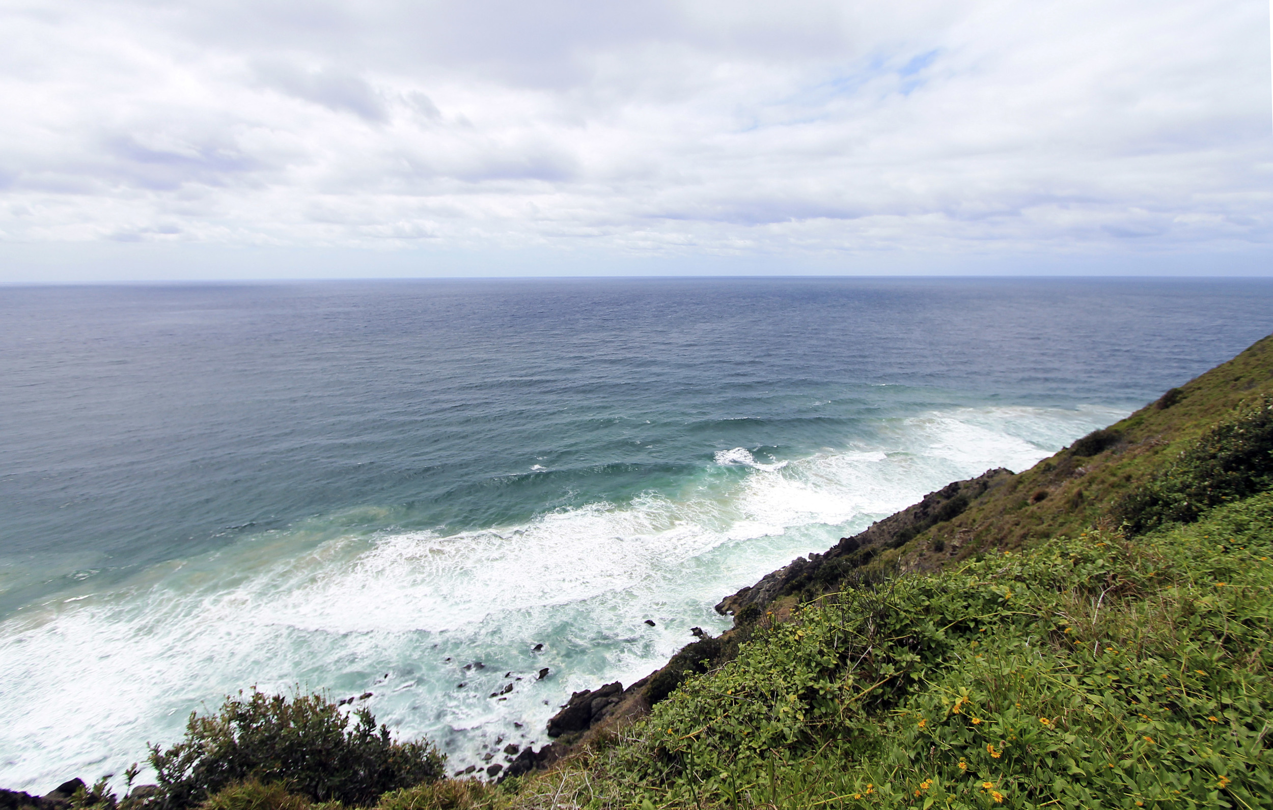 byron-bay-wategos-beach-cliff-hike-waves.jpg
