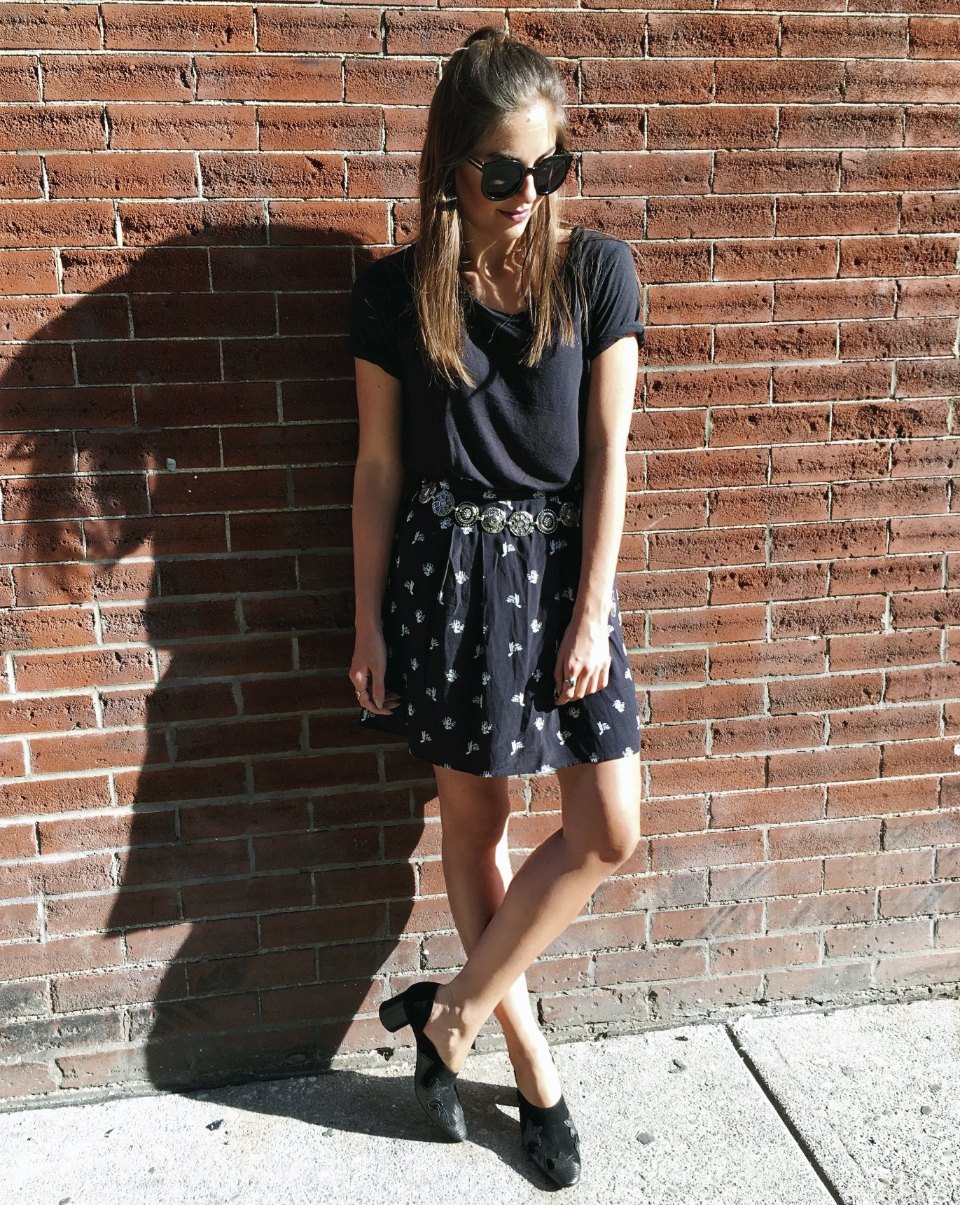 black on black tshirt skirt forever 21 & other stories style street.jpg