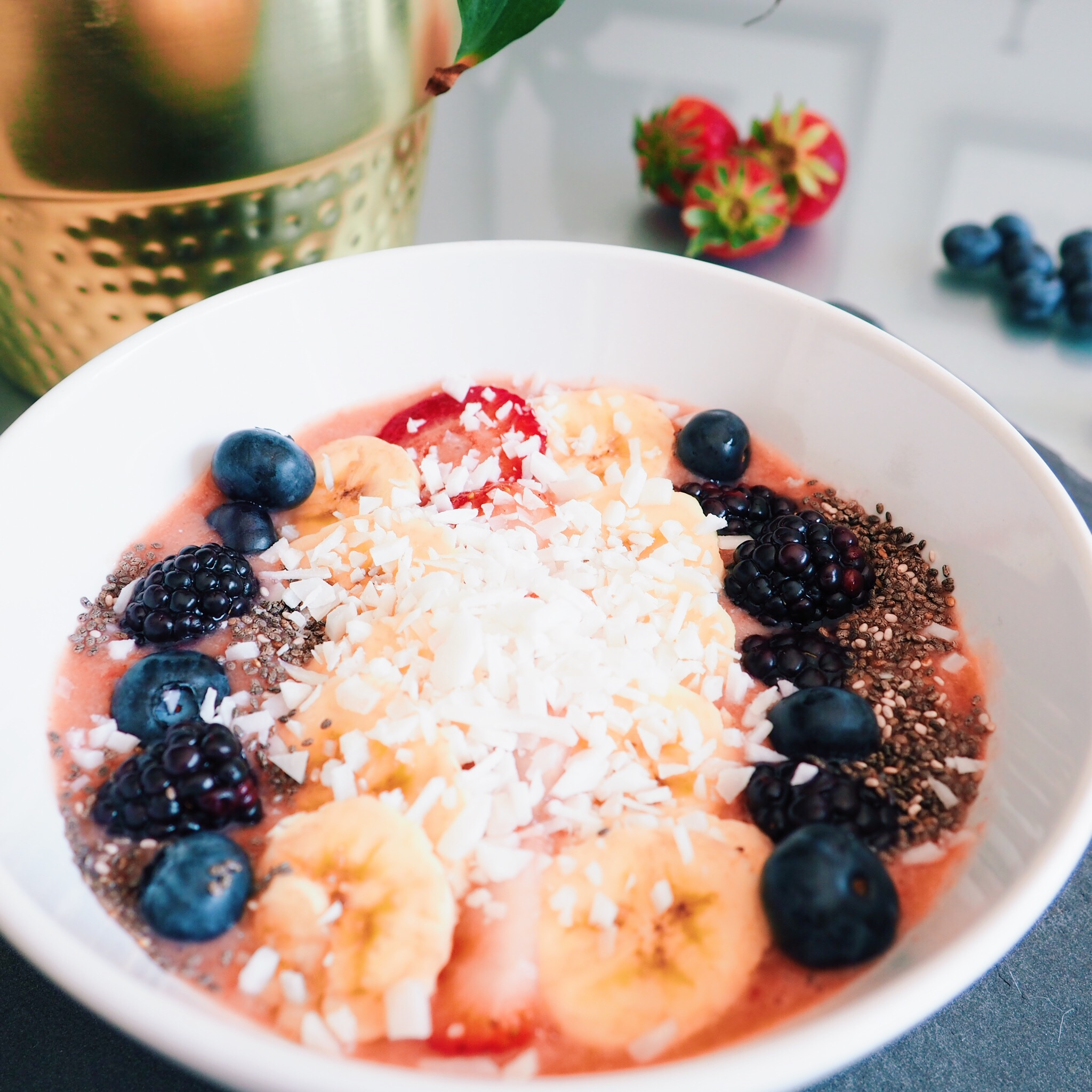 Tropical Berry Smoothie Bowl