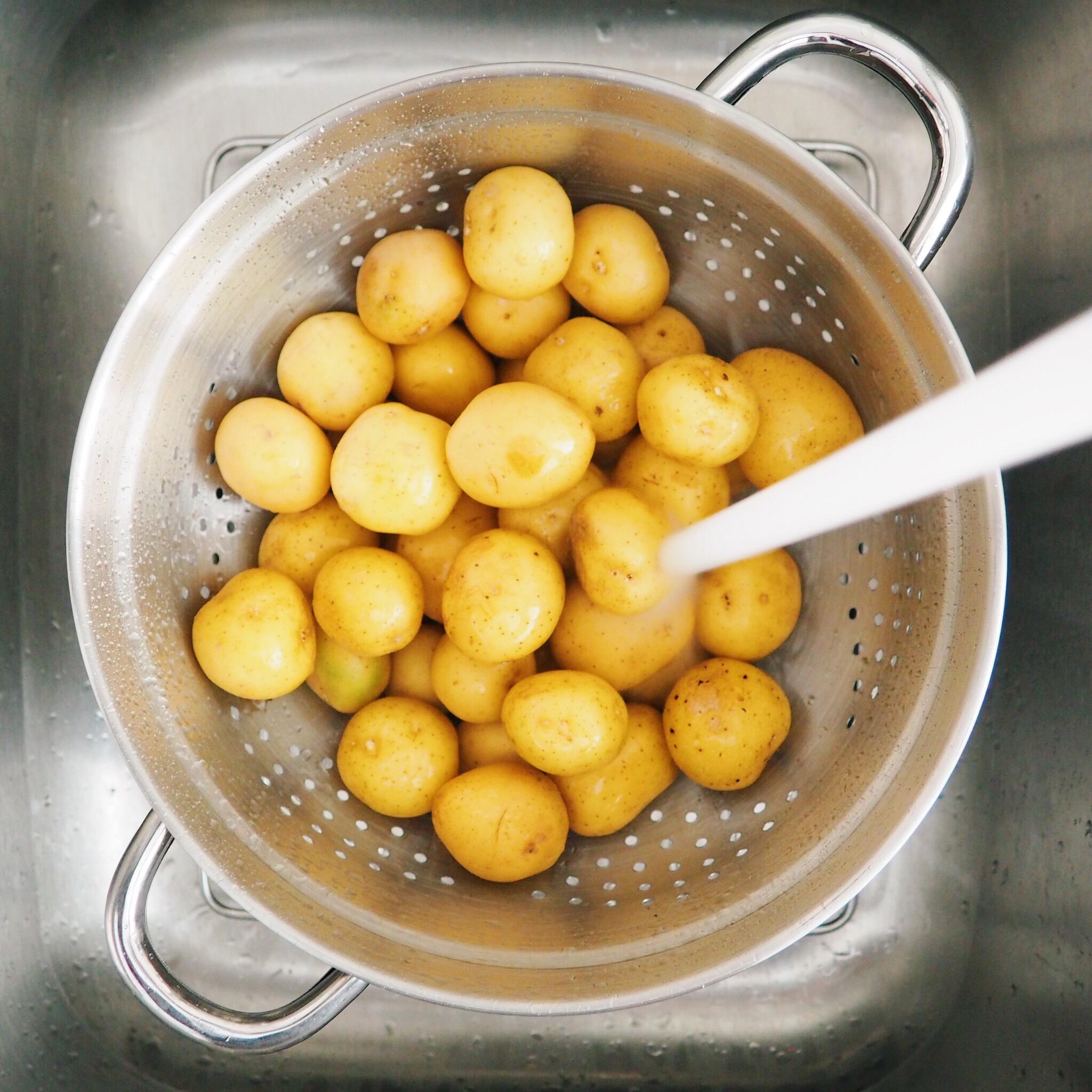 wash baby potatoes