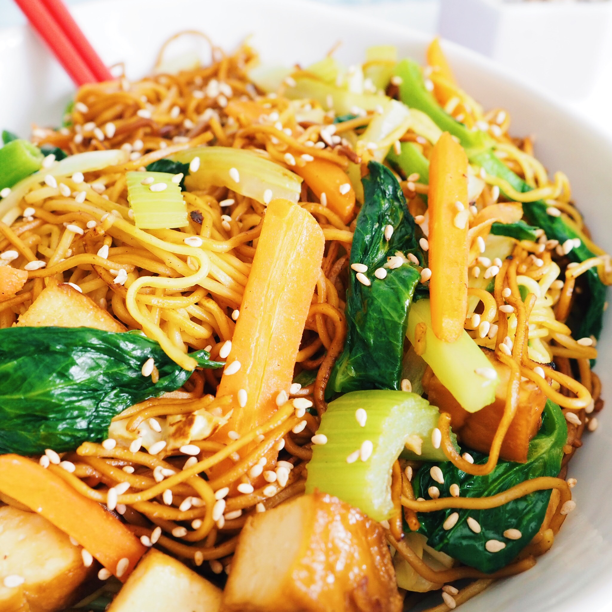 Tofu Vegetable Chow Mein. Delicious, healthy, vegetable packed noodles with a soy-based sauce. Easy to make in less 30 minutes. Perfect for dinner or lunch.