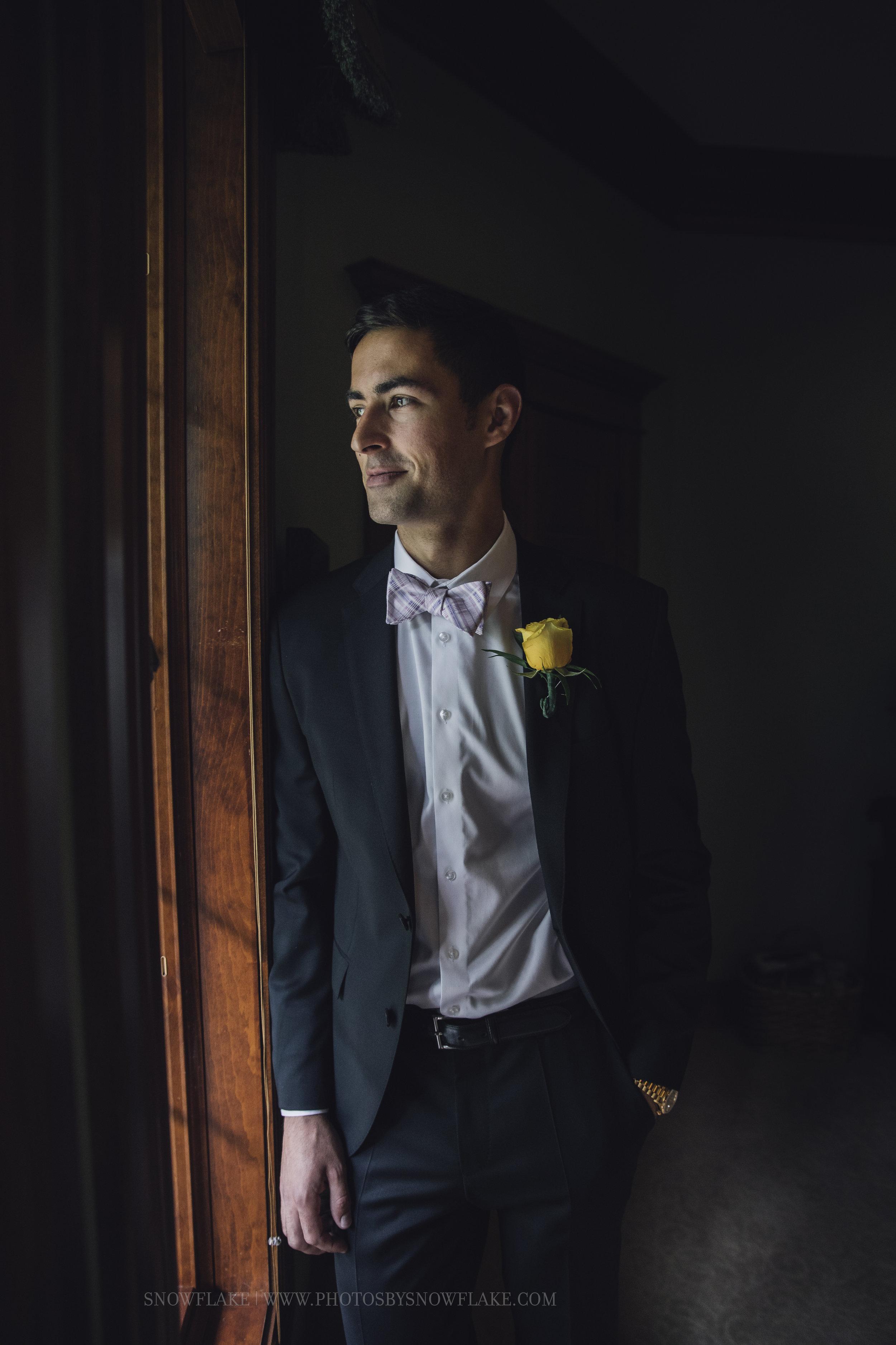 groom snowflake photography.jpg