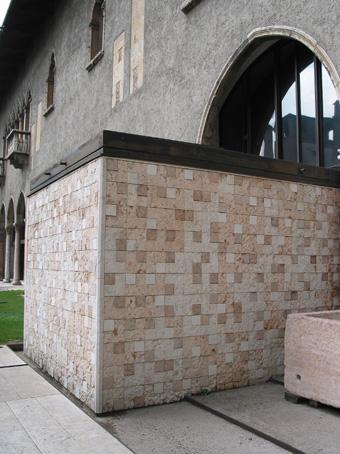 图2 Castelvechhio从原建筑中突出的chapel