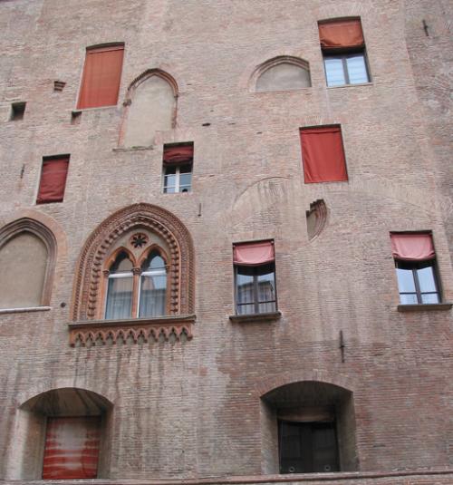 图5 Bologna 某建筑立面