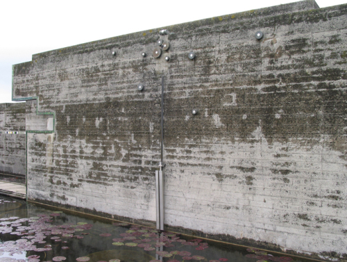 图8 Brion Family Tomb 墙上的滑轮装置