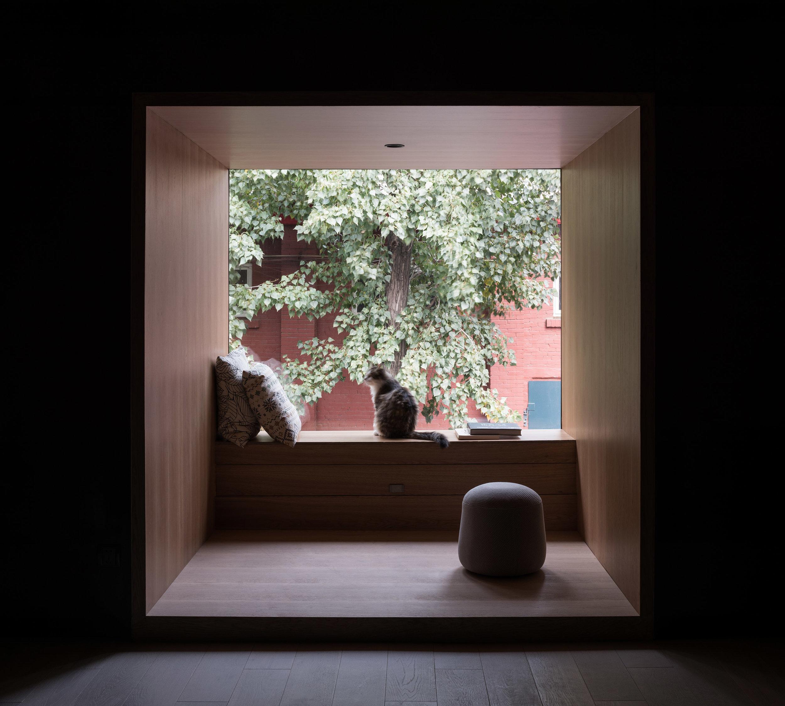 窗臺休息區 window sill lounge.jpg