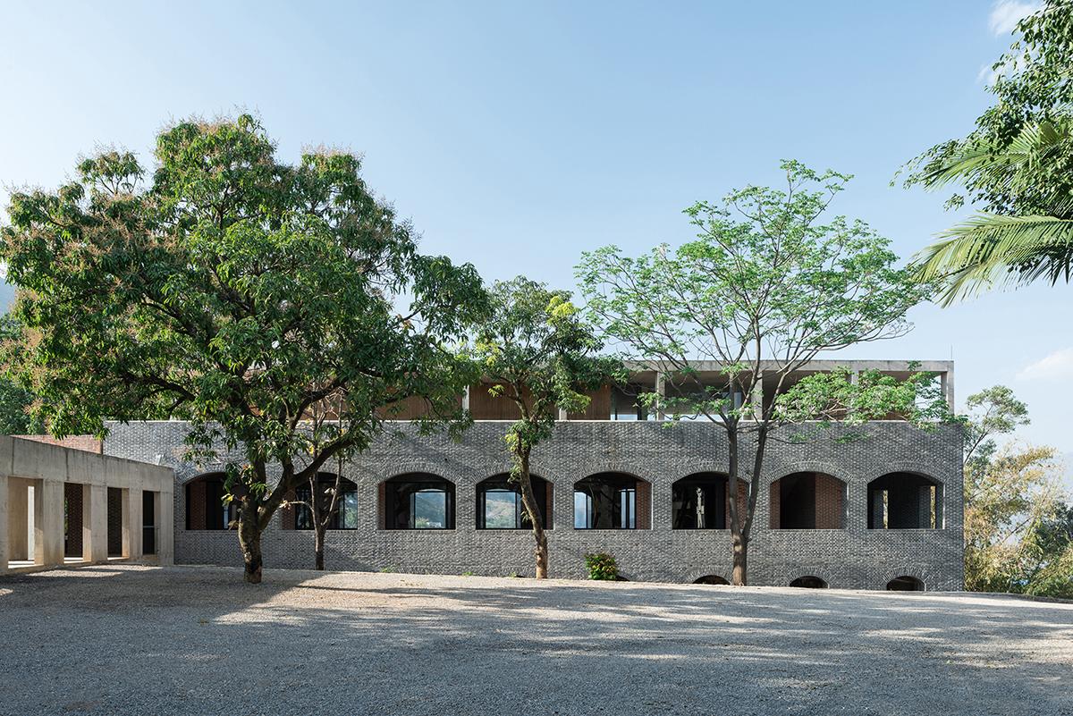 建成后的東側主體建筑:三種不同結構的層疊 ?陳顥