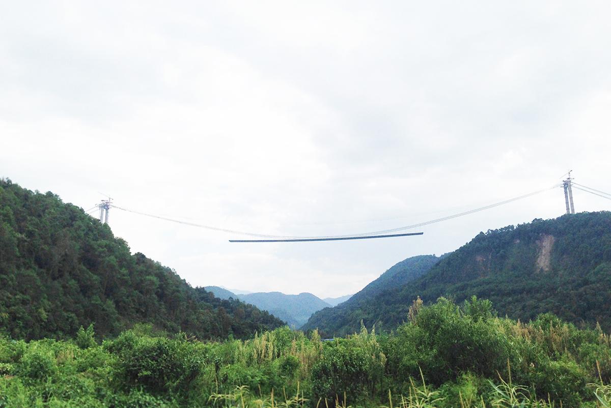 從造紙博物館至咖啡莊園必經之路上正在修建的吊橋