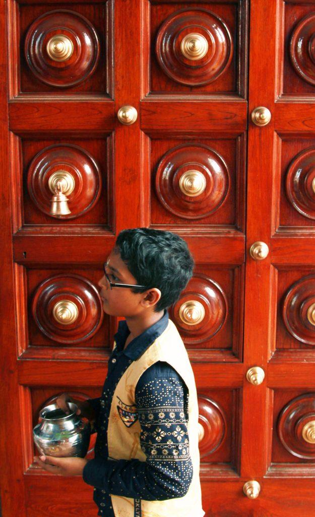 Sri-Srinivasa-Perumal-Temple-Hindu-temples-Singapore-15a-625x1024.jpg