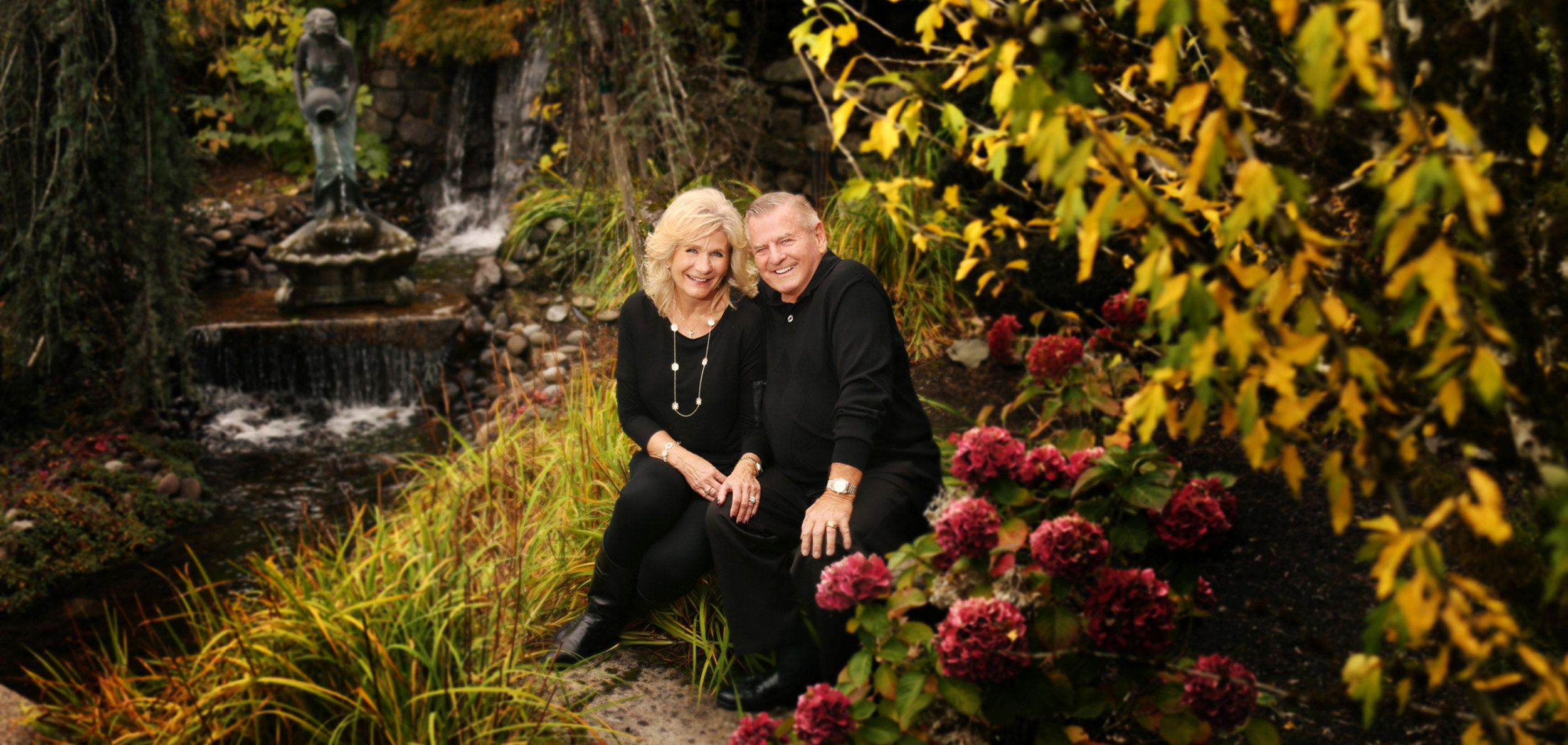 couple portraits in their home Eugene Oregon.jpg