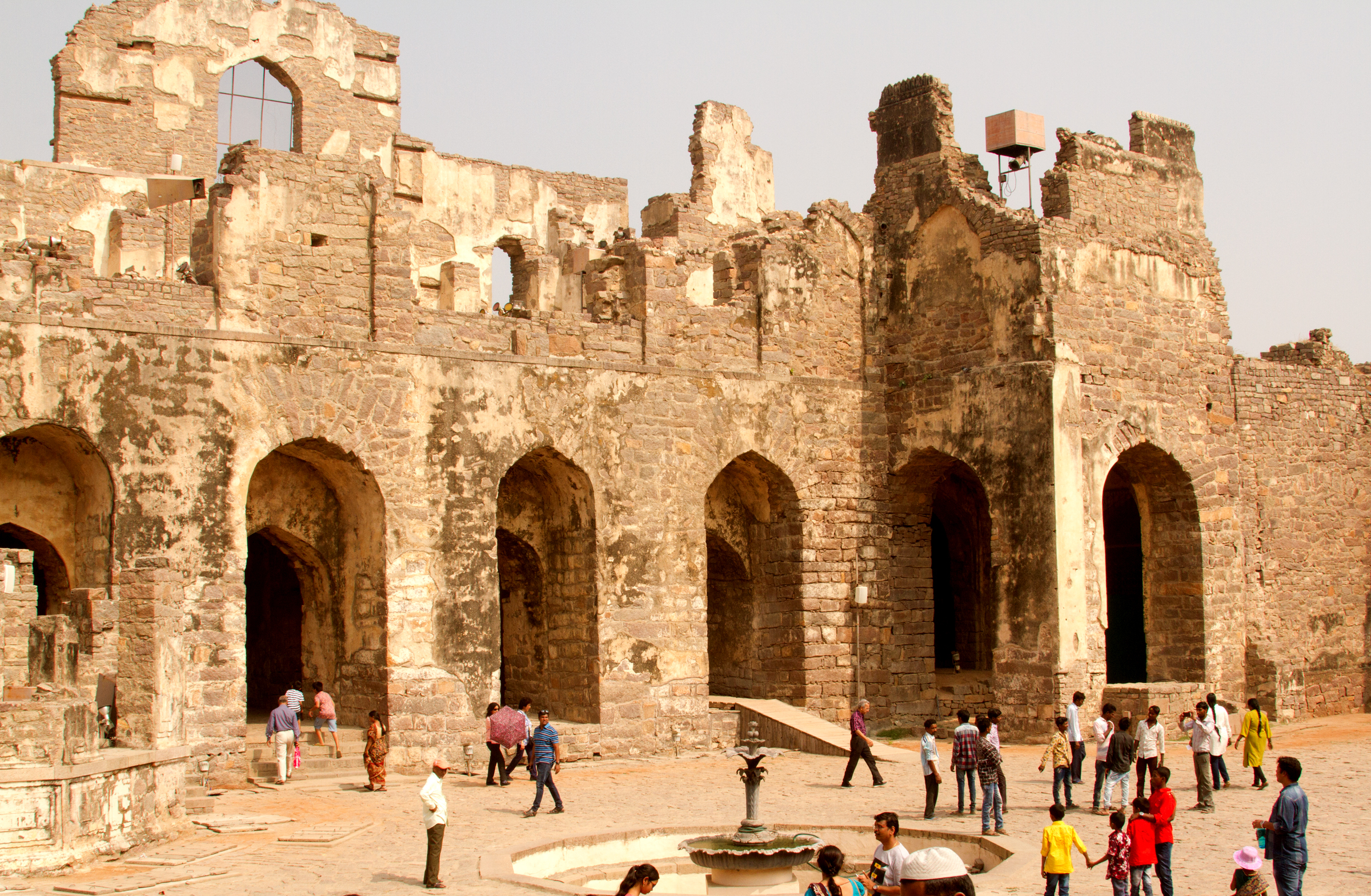 This was the hall once covered, with a fountain. Dances and festivals were held here. The palace in the 1600's had hot and cold running water.