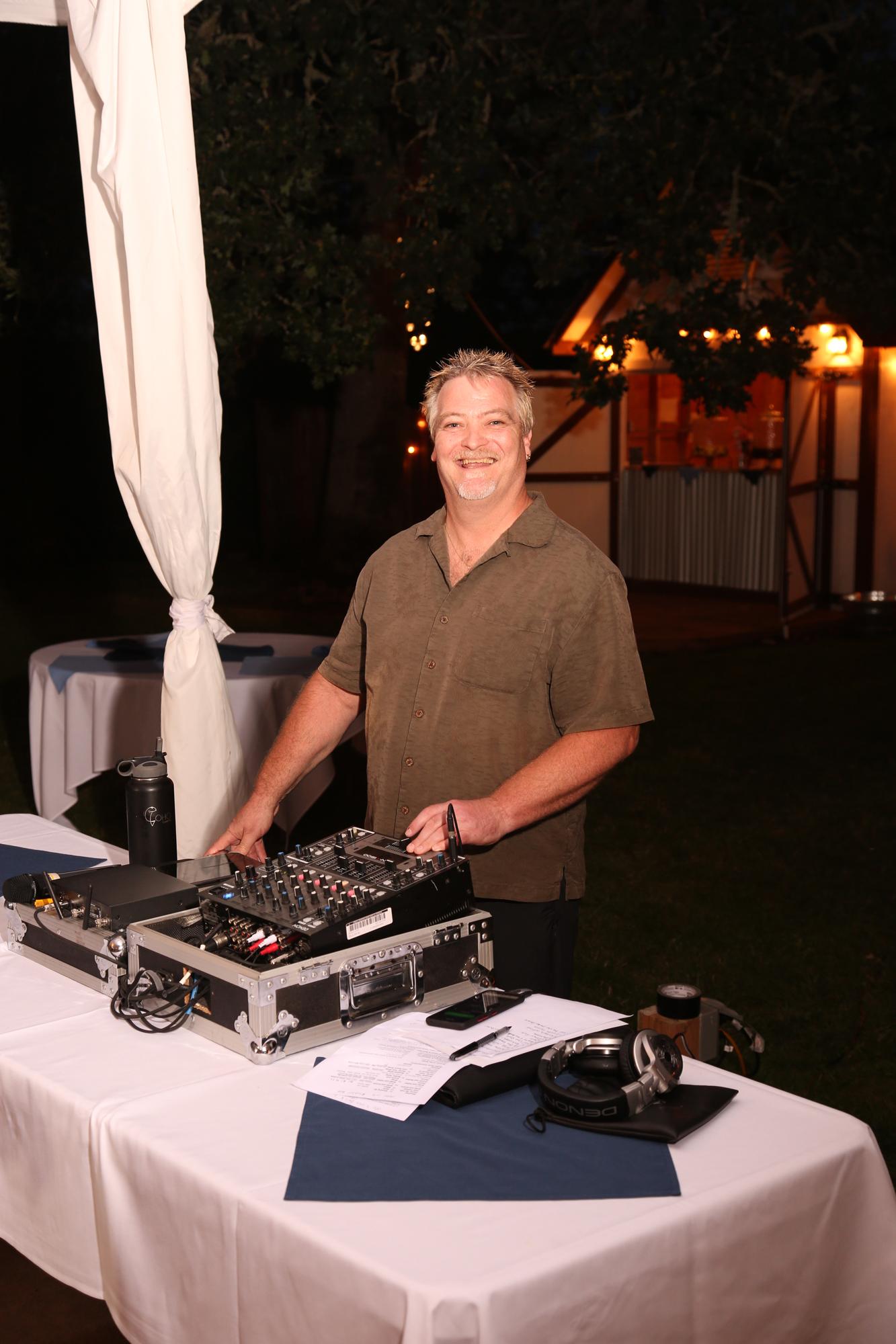 dizzys dj service weddings events Eugene Oregon headshots
