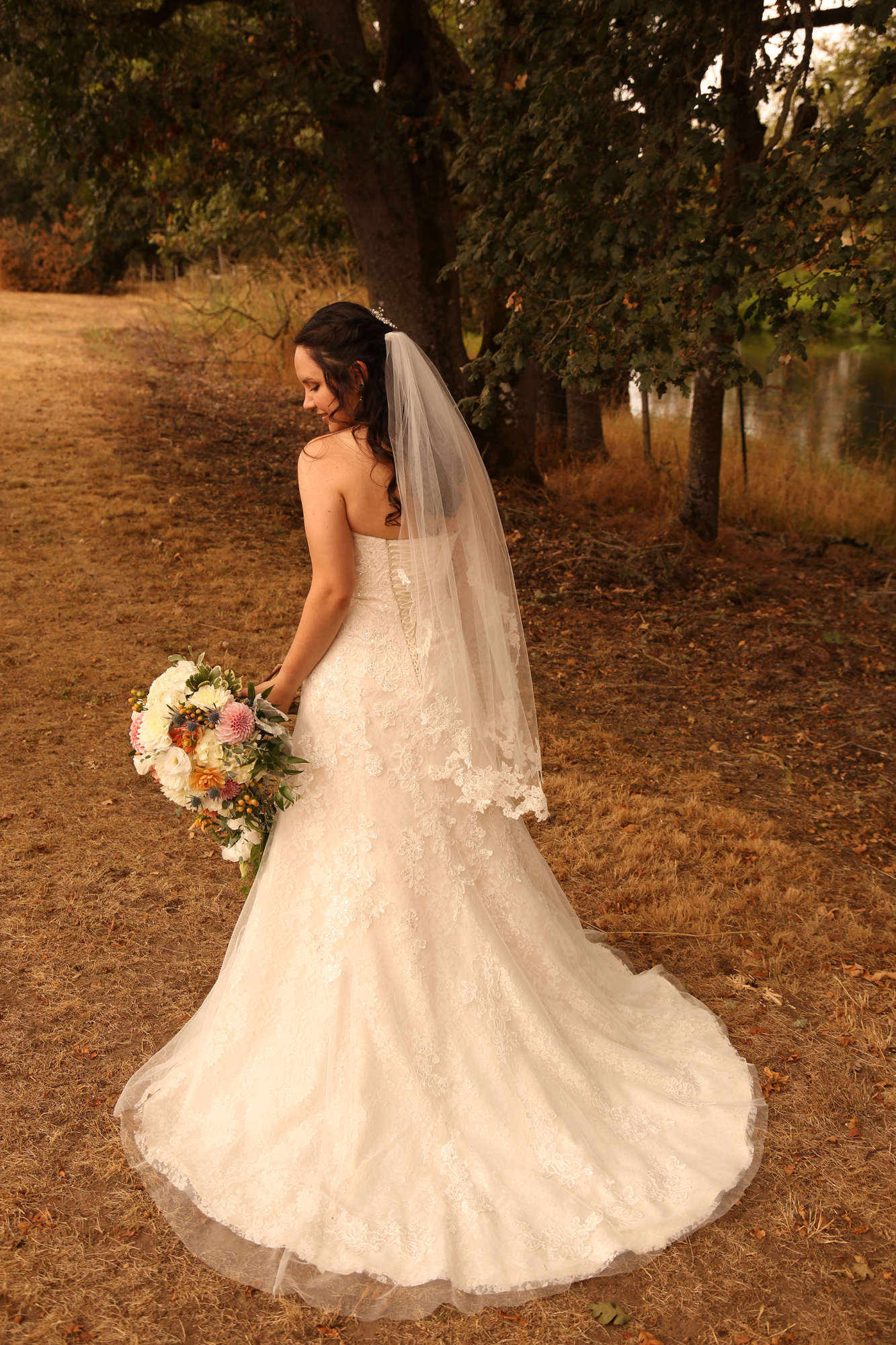 bride and wedding dress pictures Oregon
