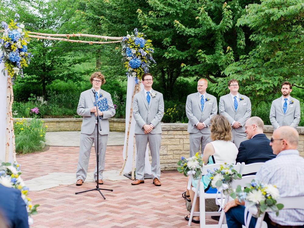matt-erickson-photography-chicago-garden--independence-grove-wedding-photos-18.jpg