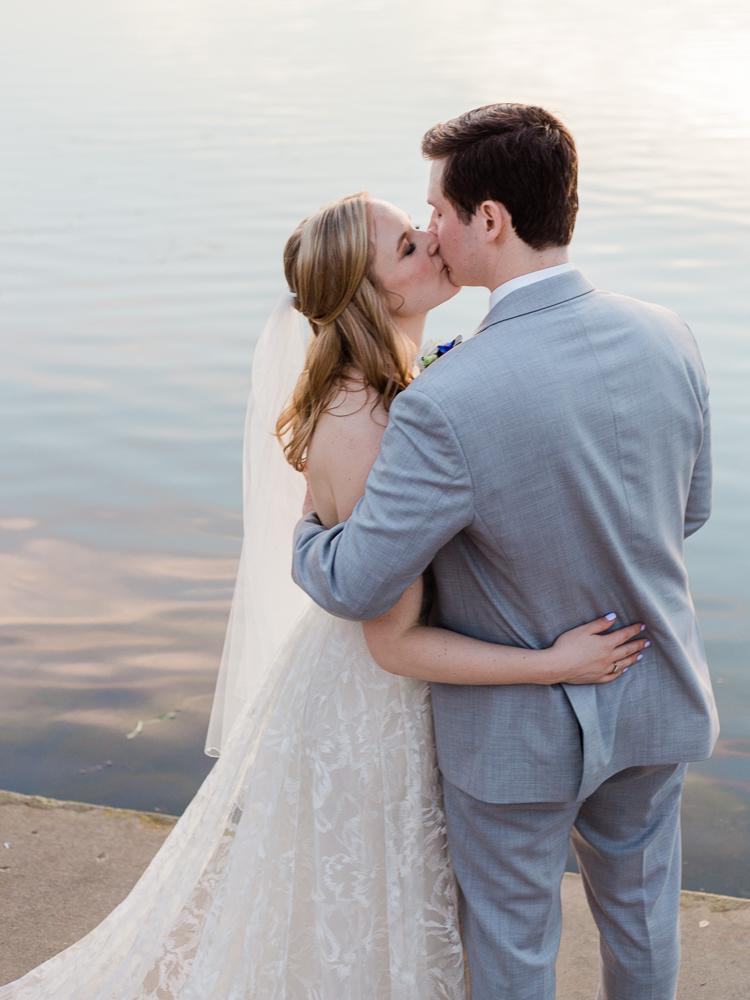 matt-erickson-photography-chicago-garden--independence-grove-wedding-photos-30.jpg