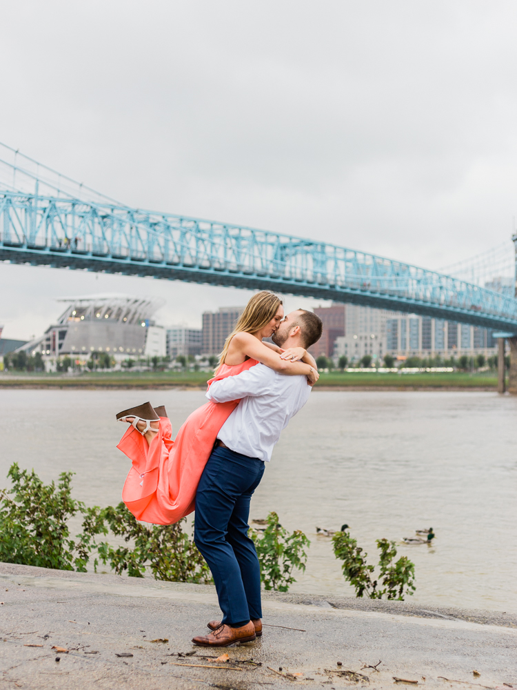 downtown-cincinnati-engagement-photos-by-matt-erickson-photography-20.jpg