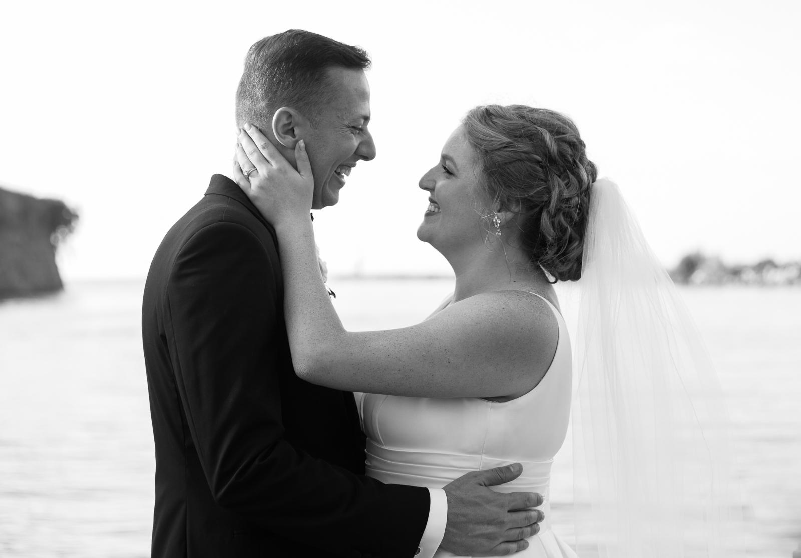 cleveland-yacht-club-wedding-photos-by-matt-erickson-photography-18.jpg