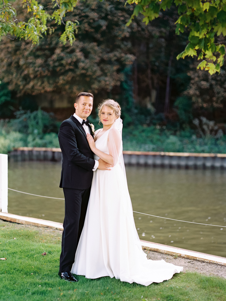 cleveland-yacht-club-wedding-photos-by-matt-erickson-photography-8.jpg