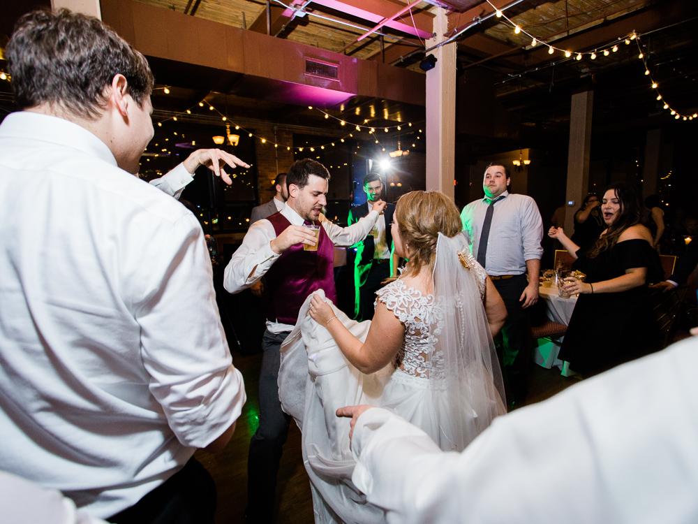 romantic-cleveland-wedding-photos-ariel-international-center-by-matt-erickson-photography-23.jpg