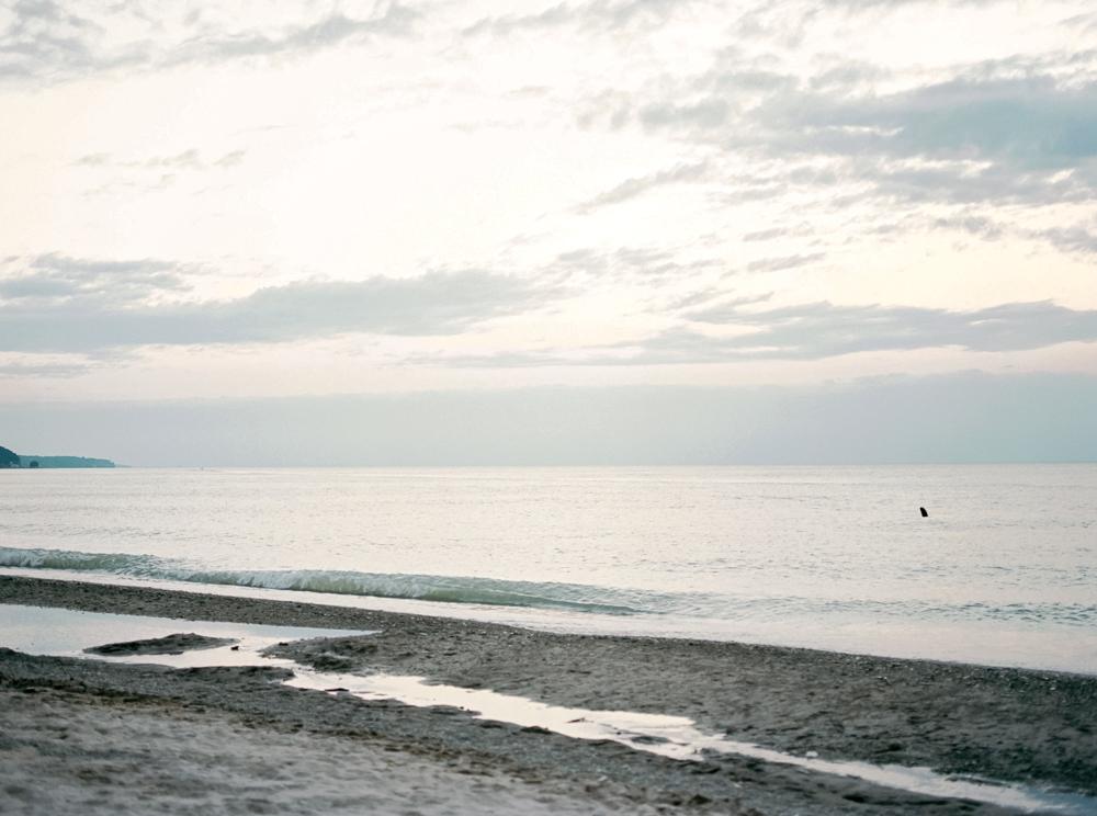romantic-lake-erie-engagement-photos-by-matt-erickson-photography-48.jpg