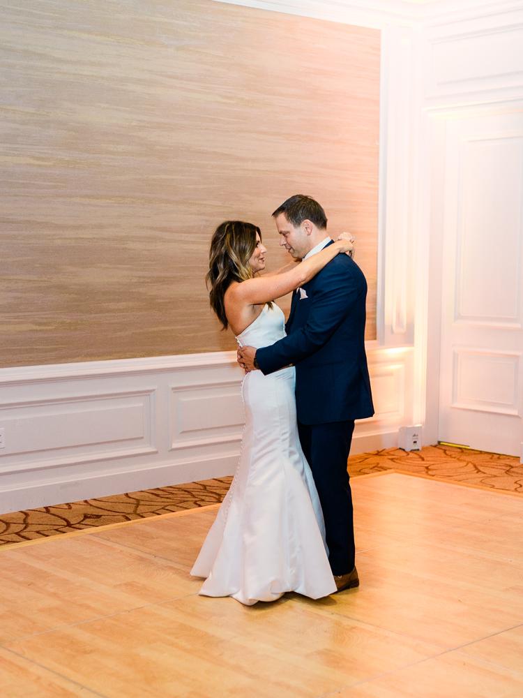 ritz-carlton-luxury-cleveland-wedding-photos-by-matt-erickson-photography-54.jpg