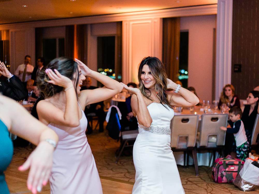 ritz-carlton-luxury-cleveland-wedding-photos-by-matt-erickson-photography-58.jpg