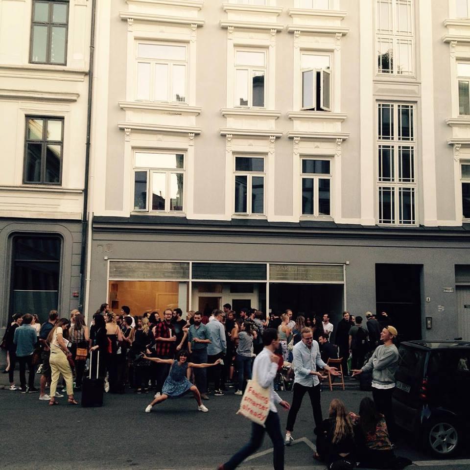 INNFLYTNINGSFEST:   På sensommeren holdt vi gatefest for å varme opp det nye lokalet.Foto: Privat.