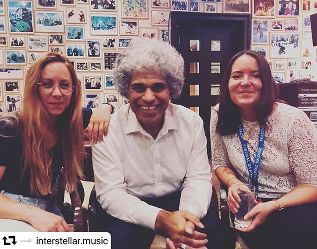 After the show is before the show. With the ladies from @interstellar.music my publisher and great help at many ends! 🙏 . . . #repost @interstellar.music ・・・ Happy Team! @flurinacaratsch @paulubanajones.official @ella.vaux  @festivaldajazz #music  #love