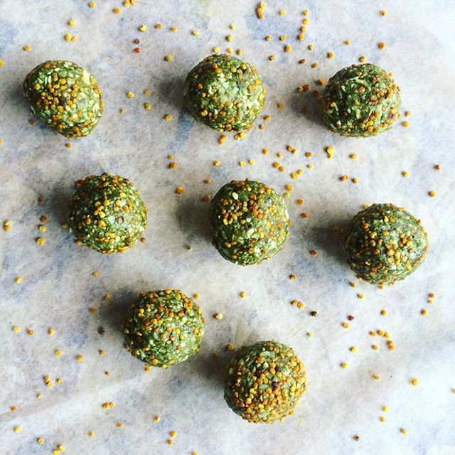 Afternoon snacks - green super food balls #Wheatgrass #BeePollen #Almonds  #HempSeeds #Dates  #CashewButter #CoconutOil Recipe on @tai.bake.cook blog  #energyballs #afternoonsnack #healthytreat #healthysnack #blissballs #protein #coconut #nutbutter #healthyfats #fitfood #emergyfood #eatclean #fitness #fitnessretreat #healthyrecipe #foodblog #vegan #superfoods @revfoods