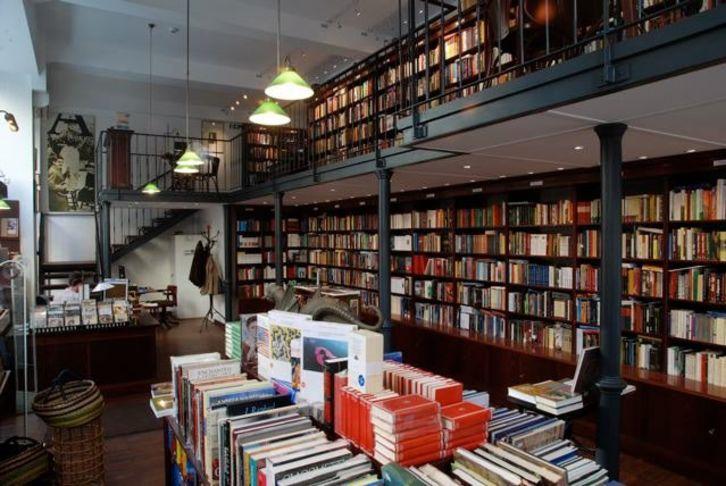 via Atlantisz Bookshop