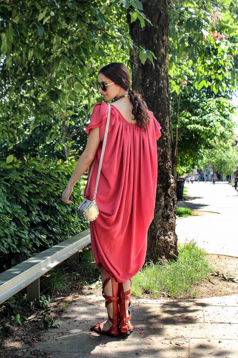 obleka Stanka Blatnik  torbica Zelolepo  sandali Kirila shoes  ogrlica Ustvarjalnica