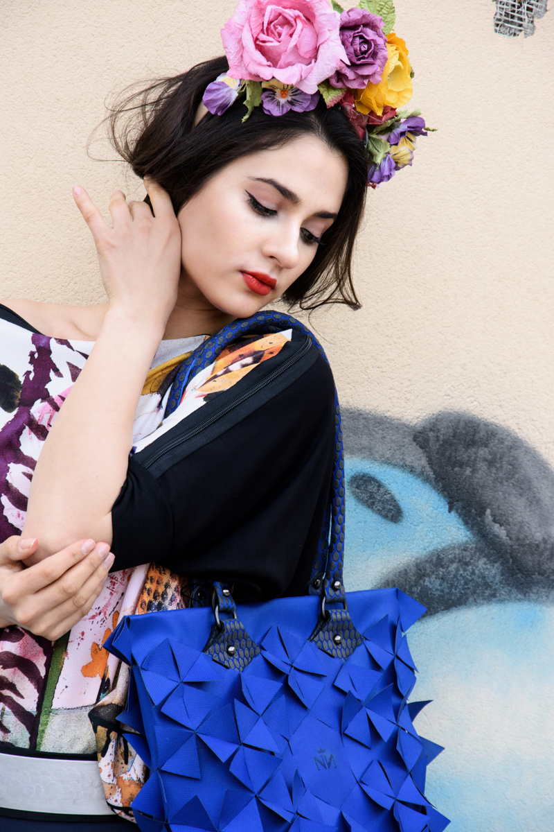 majica NI-nikoli isto  hlače in torba Nelizabeta  papirnate rože Moimoi
