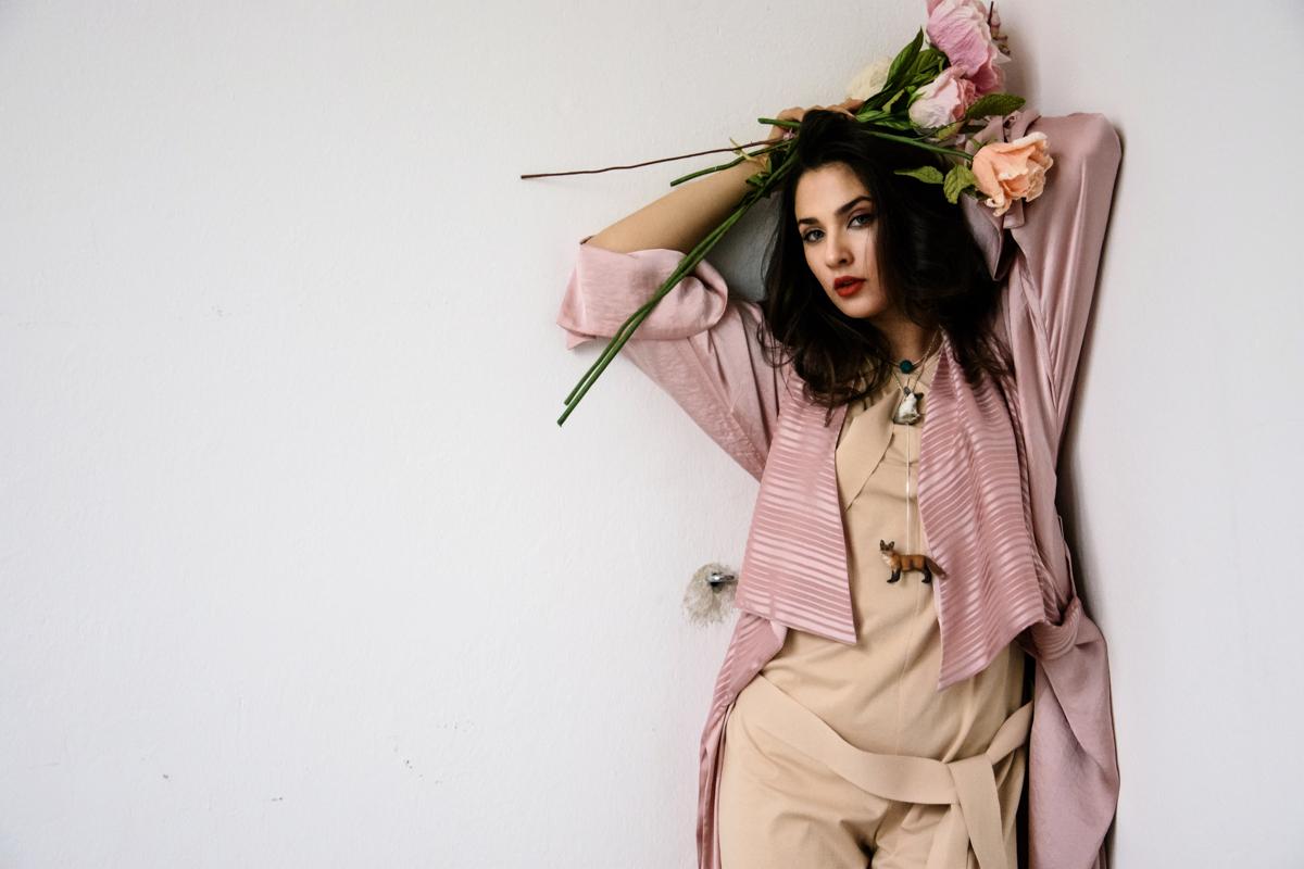 kombinezon Janja Videc  roza obleka JSP  papirnate rože Moimoi