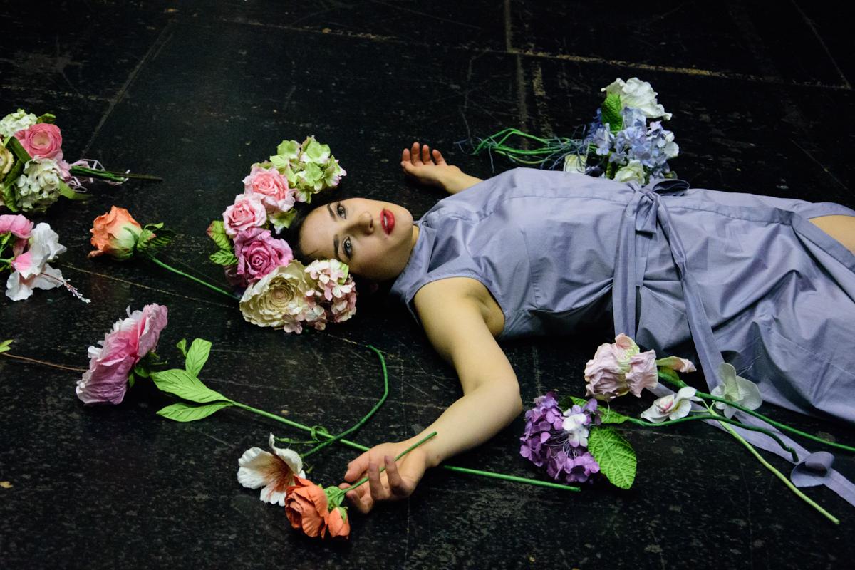 obleka Janja Videc  rože Moimoi