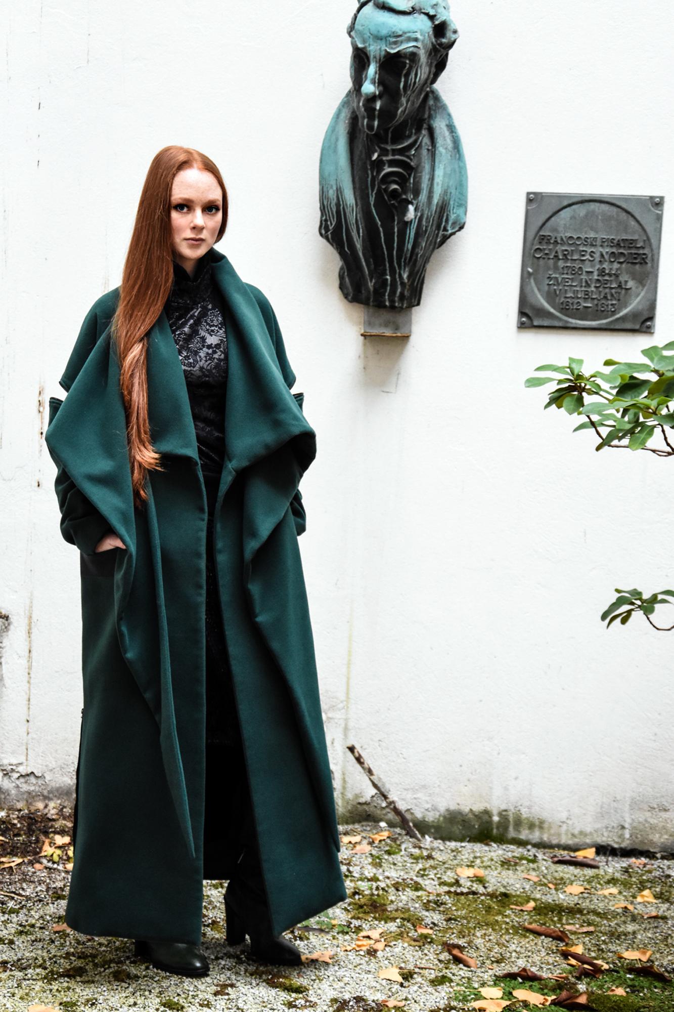 Copy of krilo Renata Bedene/pulover Firma by Sanja/plašč in usnjeni pas JSP