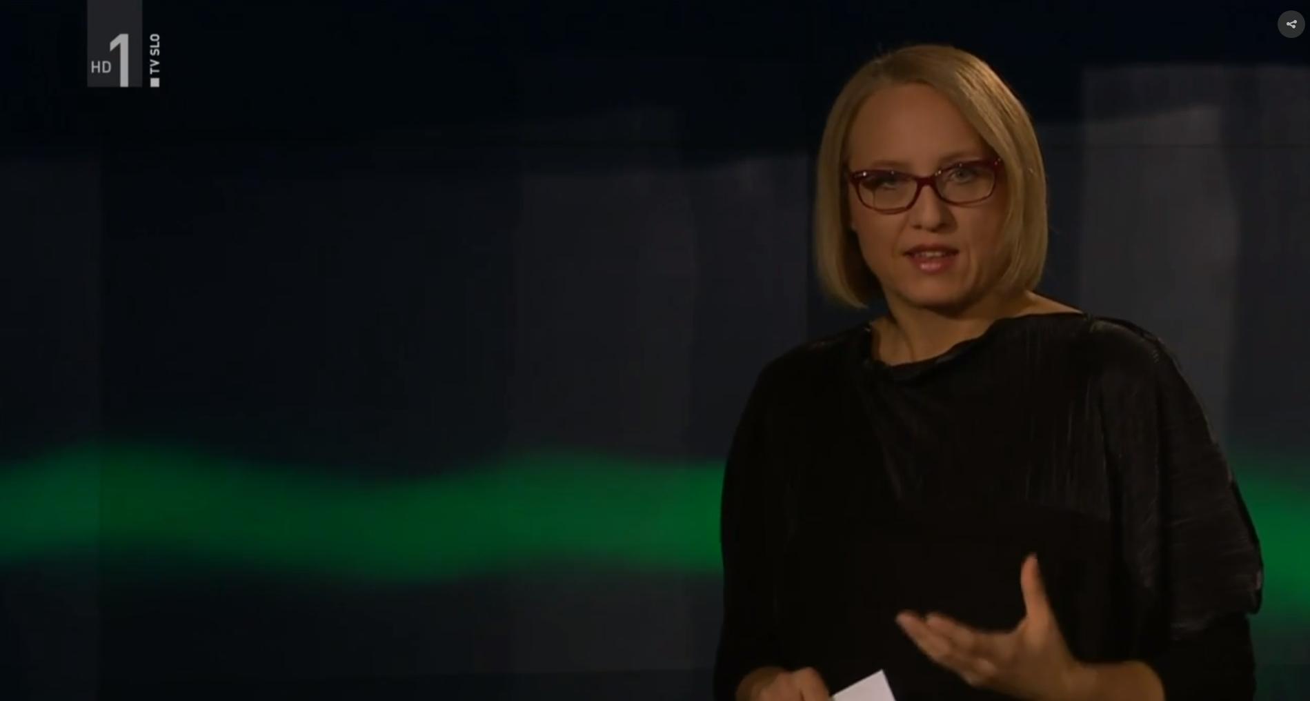 Ksenija Horvat v oddaji Profil nosi obleko Renate Bedene